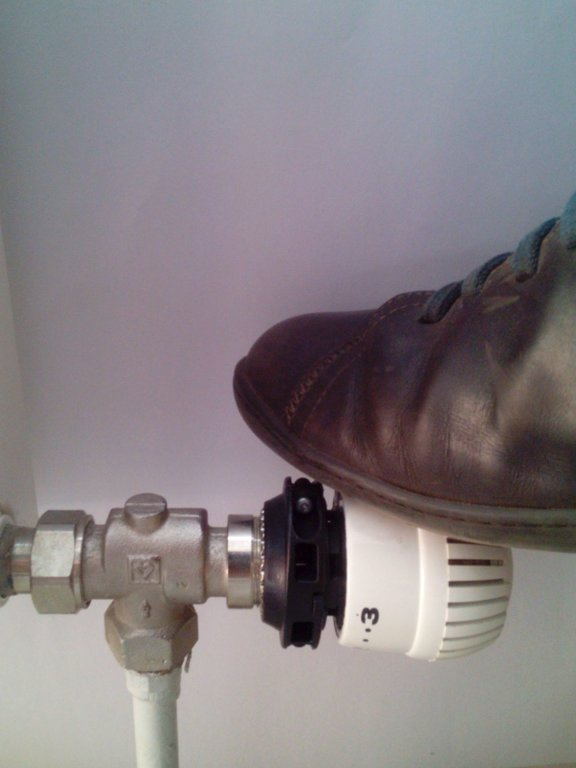 Izturīgs radiatora regulatora komplekts T7001B3, maks. temperatūra 21'C, lielākā iedaļa 3